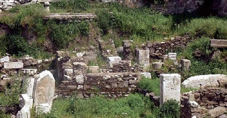 Archaeopark in İzmir used as dumping ground