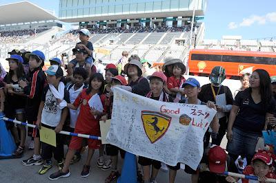 послания болельщиков Ferrari на Гран-при Японии 2012