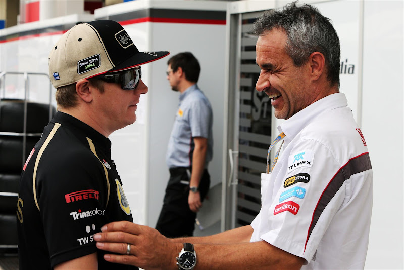 Кими Райкконен и тим-менеджер Sauber Beat Zehnder на Гран-при Бразилии 2012