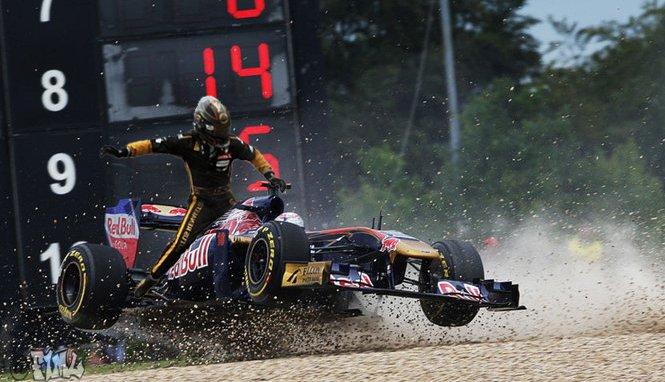 фотошоп Ник Хайдфельд оседлал Toro Rosso Себастьяна Буэми