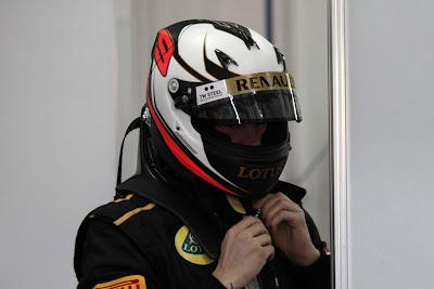 Кими Райкконен в новом шлеме на тестах в Валенсии 23 января 2012