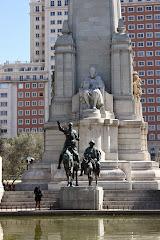Cervantes, Quijote y Sancho en la Plaza de España