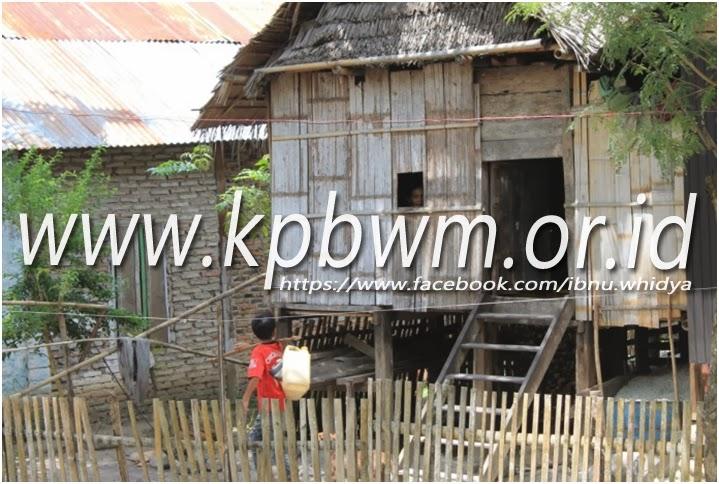 rumah warga desa betteng adolang pamboang