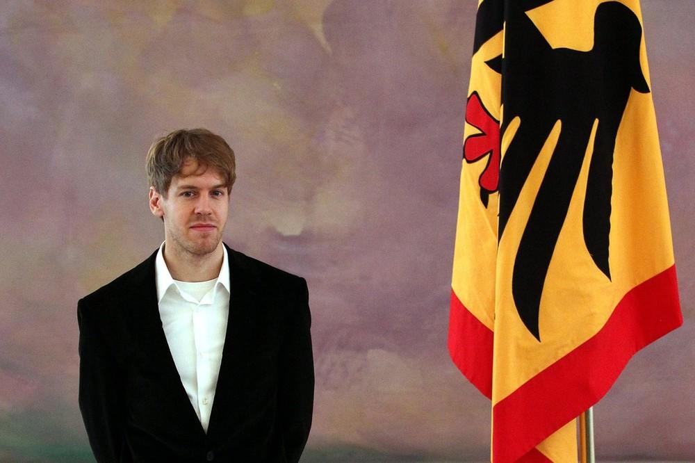 Себастьян Феттель в Берлине на получении награды Silver laurel leaf в Двореце Бельвю в Берлине 24 февраля 2012