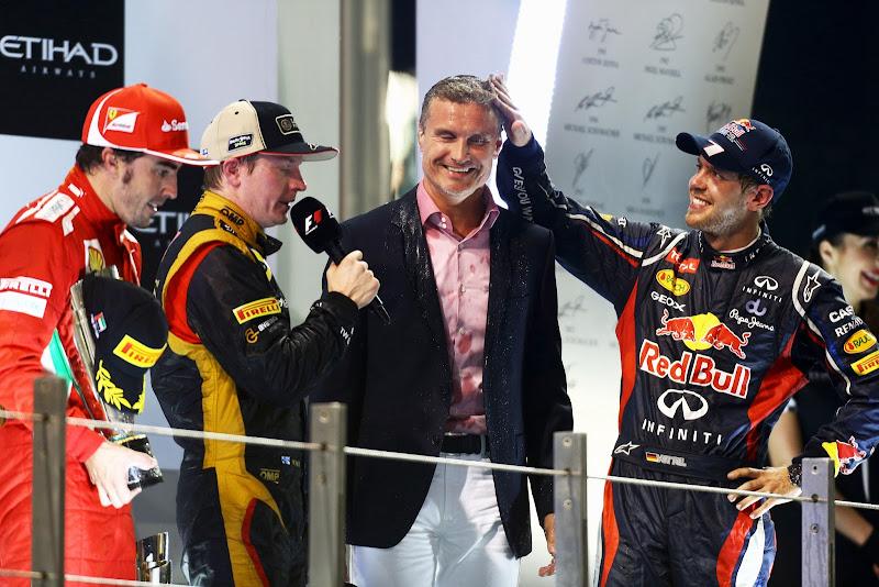Себастьян Феттель гладит Дэвида Култхарда по голове на подиуме Гран-при Абу-Даби 2012