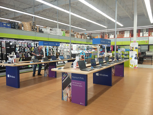 Staples, 10136 King George Hwy, Surrey, BC V3T 2W4, Canada, Store, state British Columbia