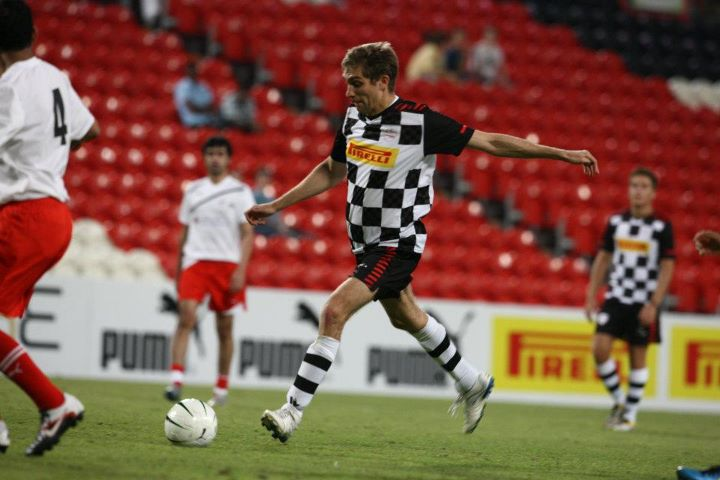 Виталий Петров на футбольном матче на Гран-при Абу-Даби 2011