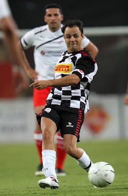 Фелипе Масса на футбольном матче на Гран-при Абу-Даби 2011