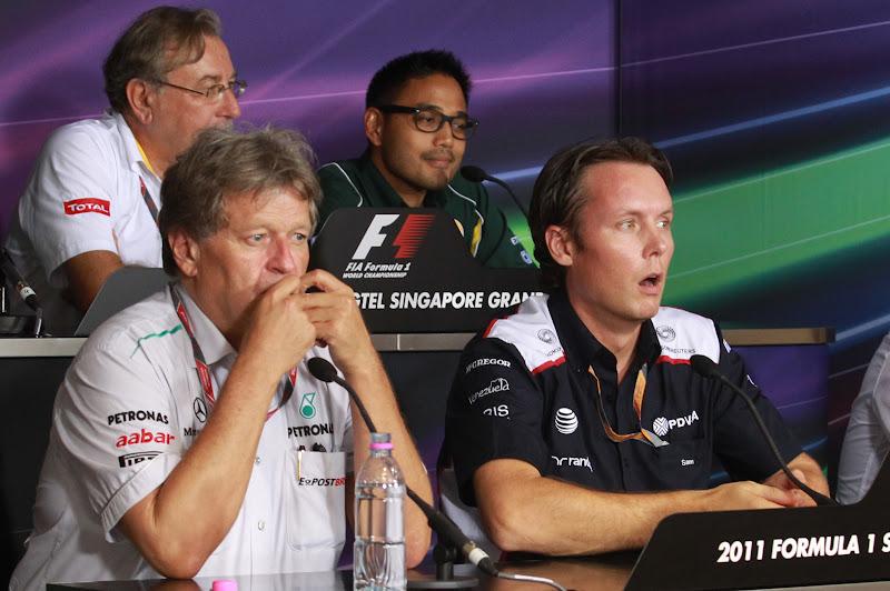 удивленный Сэм Майкл на пресс-конференции представителей команд в пятницу на Гран-при Сингапура 2011