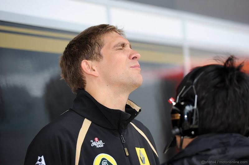 Виталий Петров и Аяо Комацу на Гран-при Великобритании 2011