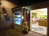 進去坐下歇歇,吃個冰涼甜品。