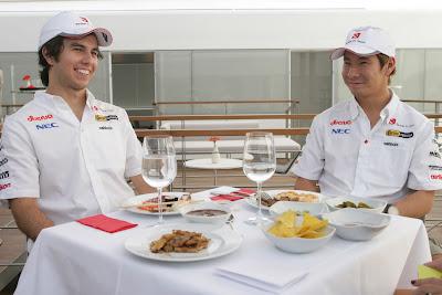 Серхио Перес и Камуи Кобаяши на дегустации La Sexta TV на Гран-при Италии 2011