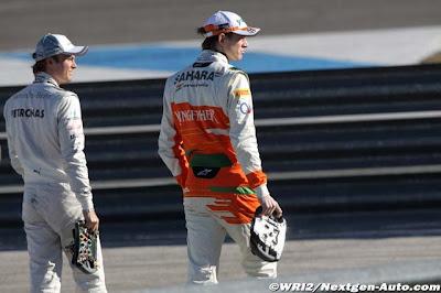 Нико Росберг и Нико Хюлькенберг гуляют с рулями на предсезонных тестах 2012 в Хересе