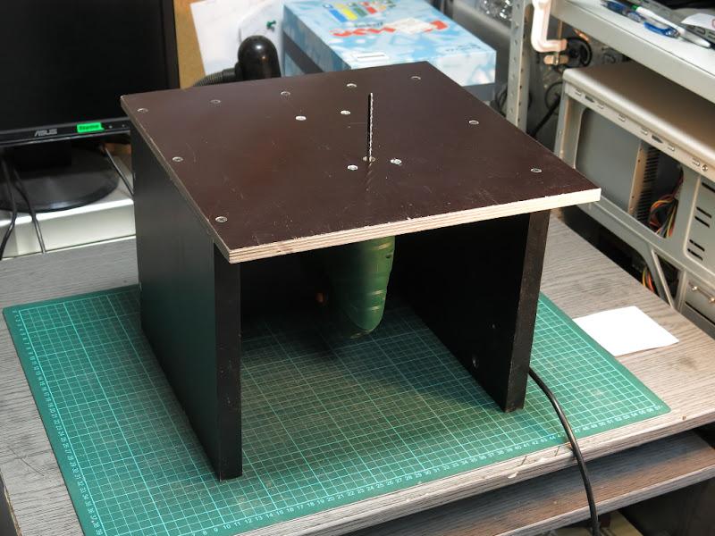 Электролобзик в стол