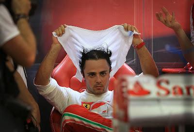 Фелипе Масса с полотенцем на Гран-при Сингапура 2013