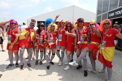 болельщики Ferrari в юбках на Гран-при Венгрии 2013
