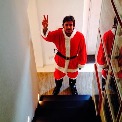 Фернандо Алонсо в костюме Санта-Клауса - декабрь 2013