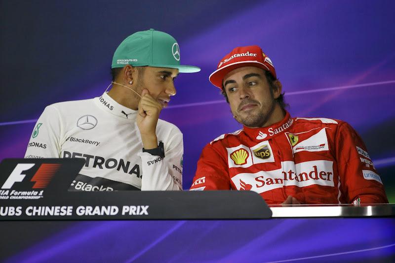 Льюис Хэмилтон и Фернандо Алонсо на пресс-конференции после гонки на Гран-при Китая 2014