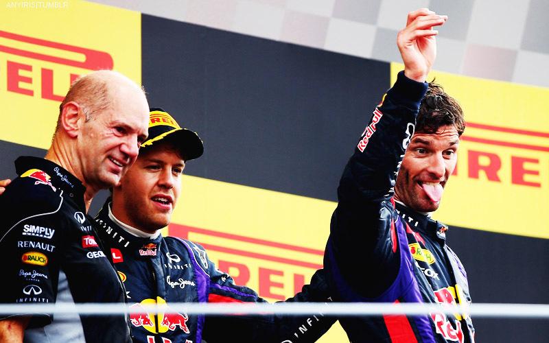 Марк Уэббер показывает язык на подиуме Гран-при Италии 2013