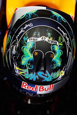 Себастьян Феттель в специальном шлеме для Гран-при Бразилии 2011