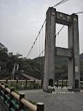 遠遠望去以為是固定的鐵橋,走上去感覺到輕微搖晃,才知道是真真正正的吊橋。