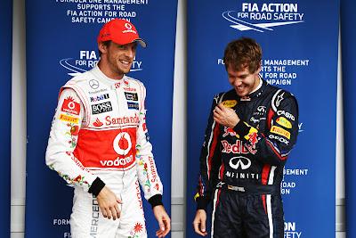 Дженсон Баттон шутит над Себастьяном Феттелем после квалификации на Гран-при Бразилии 2011