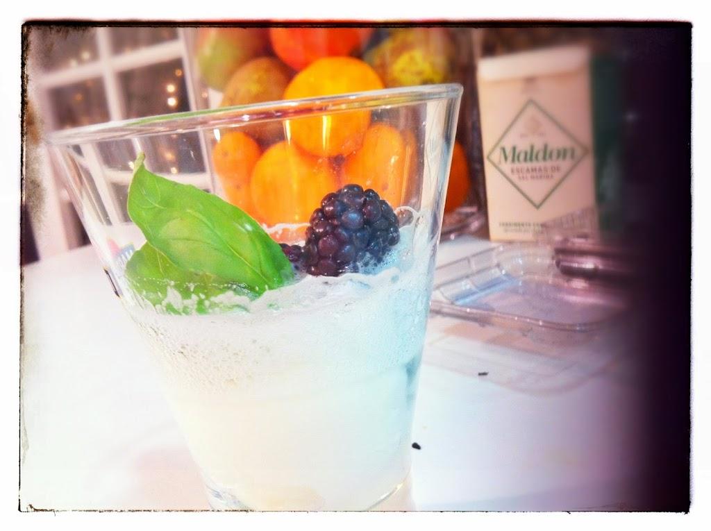 GIN-tonic, postre, postre gin-tonic, receta, alcohol, Mejor en Casa, sorbete limón, gelatina, espum, espuma de tónica, repostería creativa, Cocinero a domicilio, chef en casa, Mejor en casa