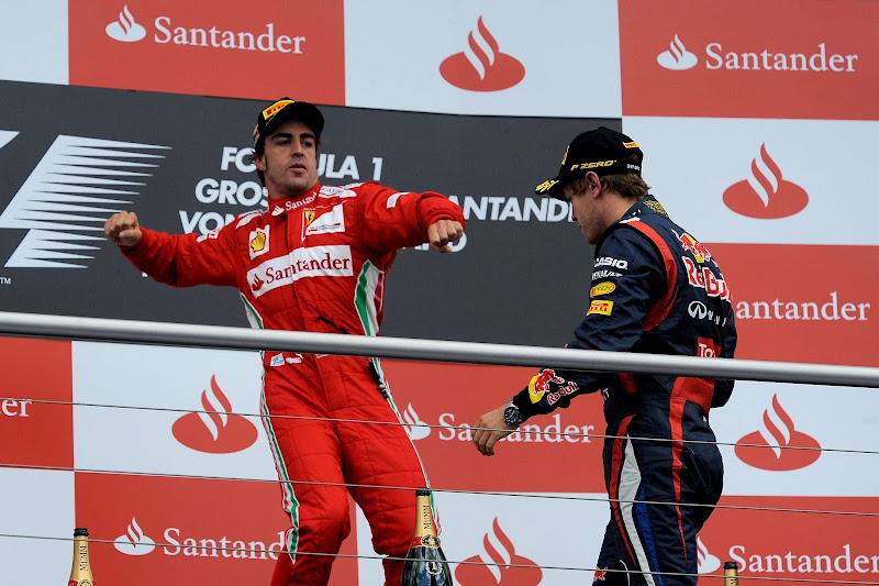Фернандо Алонсо замахивается на Себастьяна Феттеля на подиуме на Гран-при Германии 2012