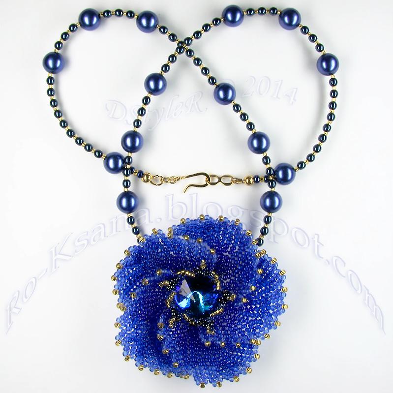 """Flower «Galaxy»"" Beaded pendant Herringbone (Ndebele) beading Ндебеле бисероплетение Кулон с риволи 18mm"