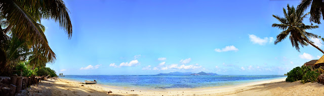 Grande Anse na La Digue. Praslin na horyzoncie.