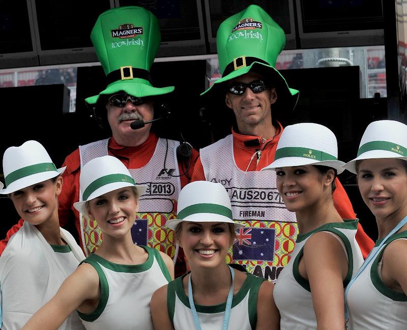маршалы в ирландских шапках и пит-герлы в честь Дня святого Патрика на Гран-при Австралии 2013