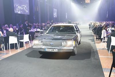 Себастьян Феттель и Себастьян Леб приезжают на Блюзмобиле на церемонию FIA Prize Giving Gala 2013
