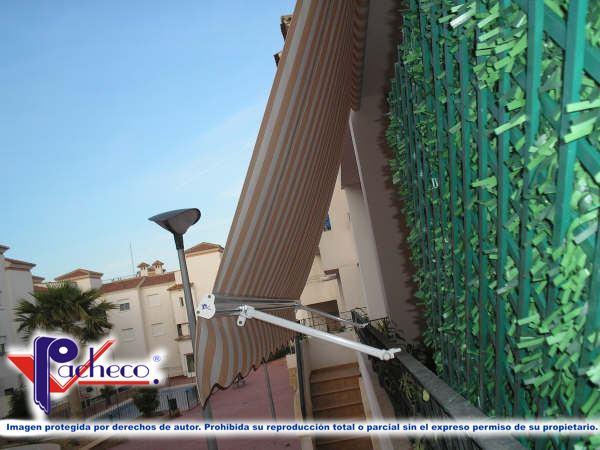 Que toldos poner para balcones en facheca alicante for Brazos para toldos balcon
