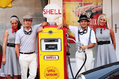 Фернандо Алонсо и Фелипе Масса на спонсорском мероприятии Shell в духе 50-ых перед Гран-при Бельгии 2013