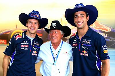 Себастьян Феттель и Даниэль Риккардо в ковбойских шляпах от Марио Андретти на Гран-при Италии 2014