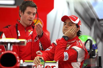 Роб Смедли и фэйспалмящий Фелипе Масса в боксах Ferrari на Гран-при Японии 2011
