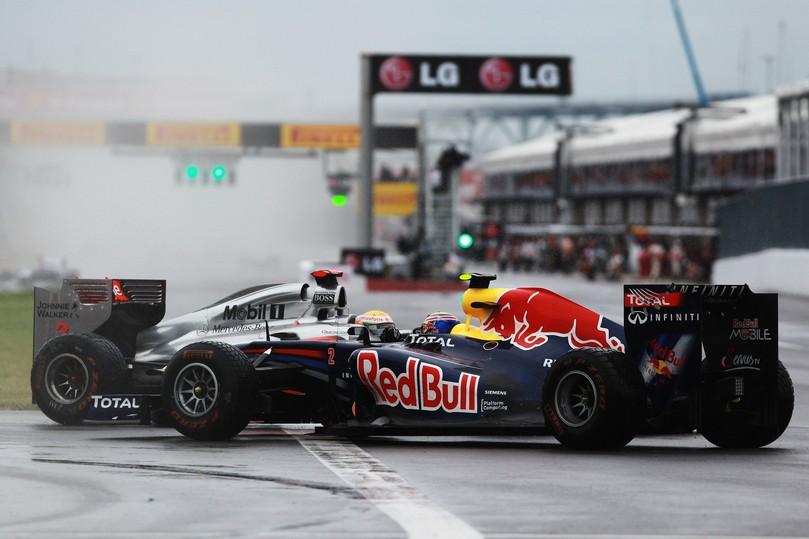 Льюис Хэмилтон разворачивает Марка Уэббера на Гран-при Канады 2011