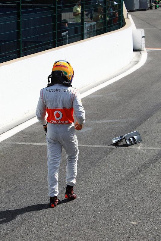 Льюис Хэмилтон после схода на Гран-при Бельгии 2012