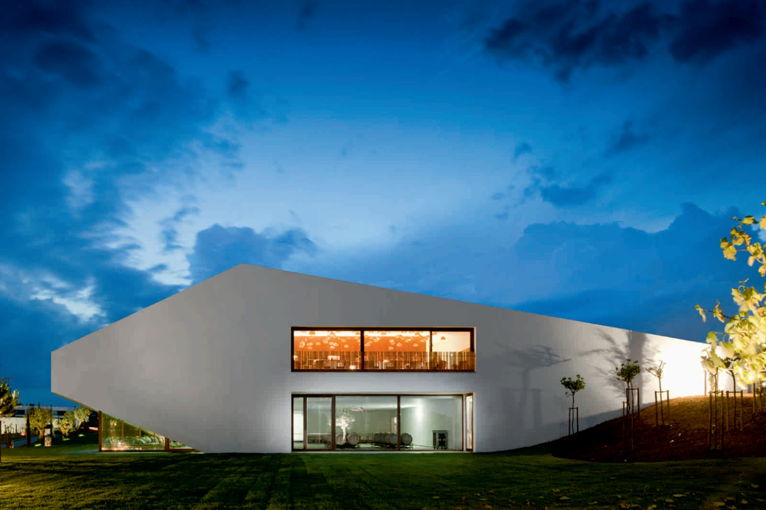 Montemor, 2715-311 Loures, Portogallo: [L'AND VINEYARDS HOTEL BY PROMONTORIO + STUDIO MK27]