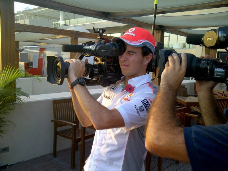 Серхио Перес с камерой Sky Sports F1 на Гран-при Абу-Даби 2013