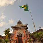 tradycyjny brazylijska... TFU! balijska architektura (flaga z okazji Mundialu)