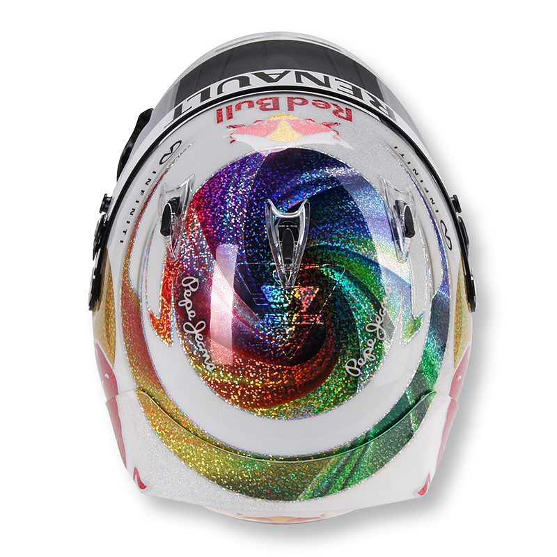 шлем Себастьяна Феттеля для Гран-при Сингапура 2011 - вид сверху