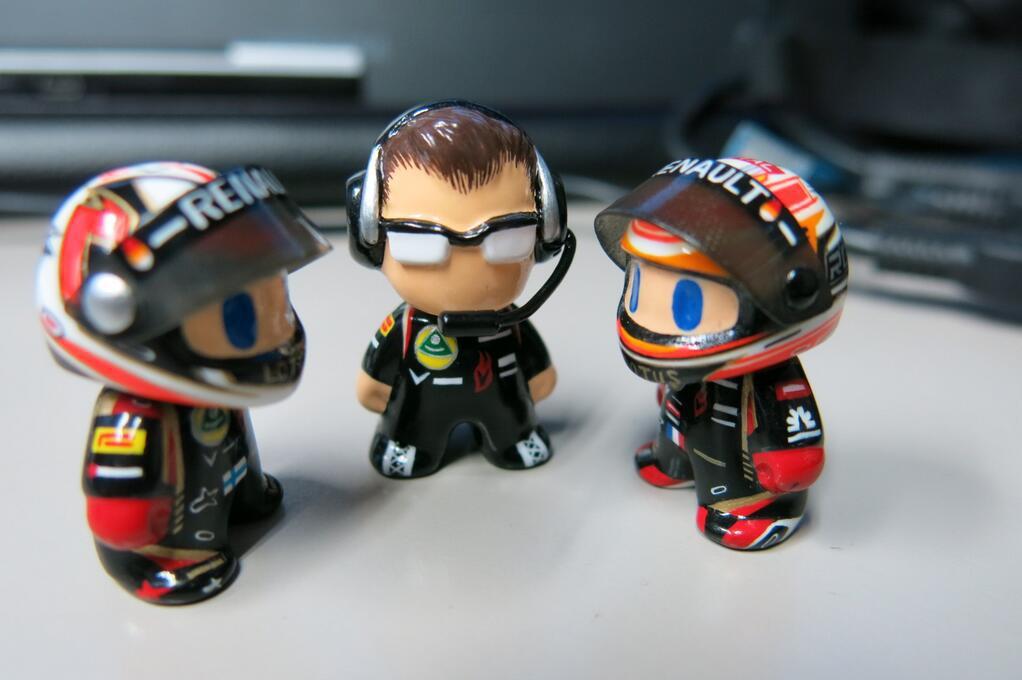 мини-фигурки команды Lotus на Гран-при Бельгии 2013