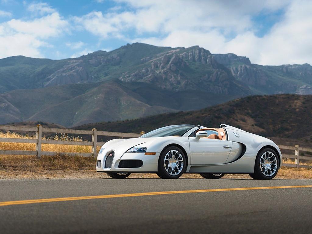 Bugatti Veyron sẽ không còn được sản xuất nữa, Chiron sẽ thay thế