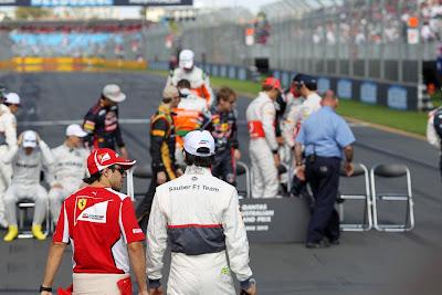 Фелипе Масса и Серхио Перес идут на фотосессию на Гран-при Австралии 2012
