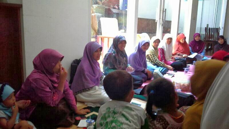 kunjungan Ibu Runingsih ke pengurus bidang perempuan PKS Dapil 6 Kota Bandung