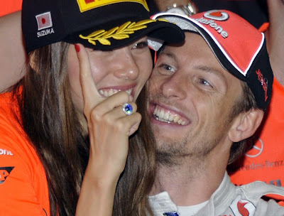 Джессика Мичибата и Дженсон Баттон на фотосессии победителей Гран-при Японии 2011