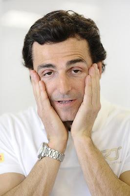 Педро де ла Роса фэйспалмит на Гран-при Австралии 2012