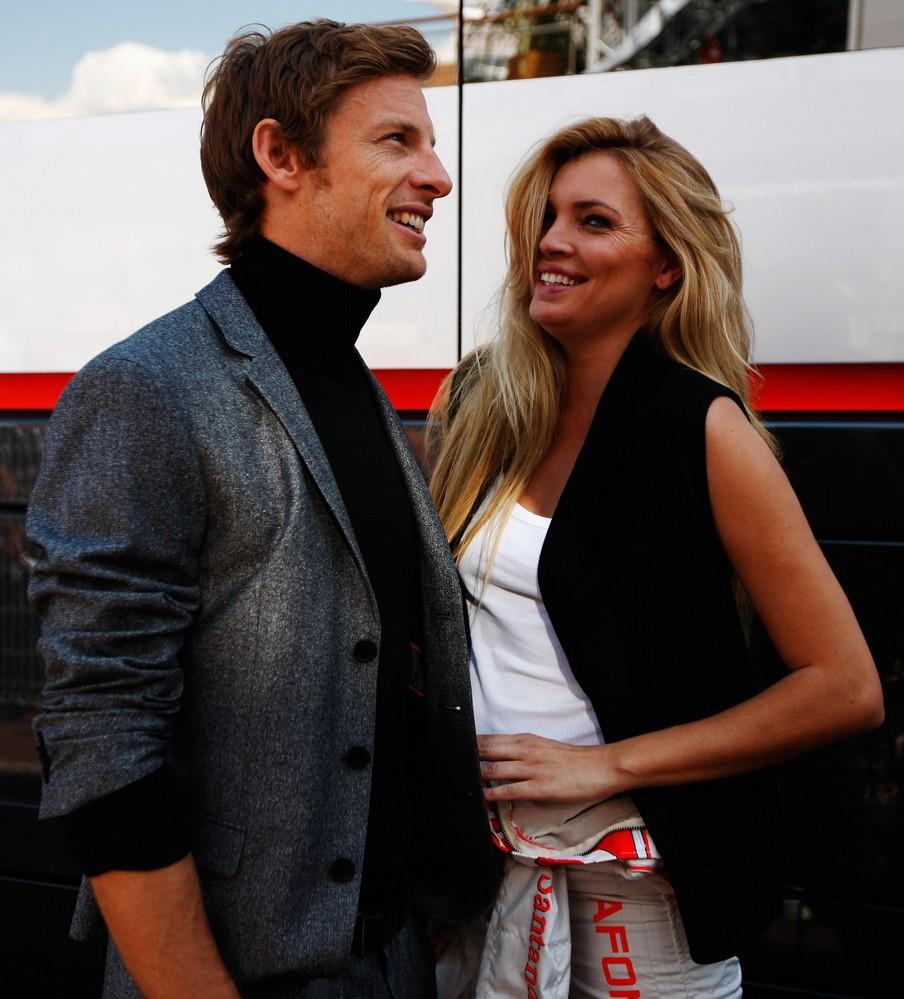 Дженсон Баттон с девушкой на фотосессии в дни уикэнда Гран-при Монако 2011