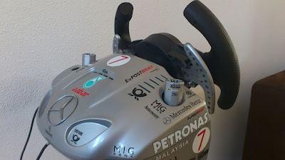 руль в раскраске Mercedes GP от Barry Mikkers